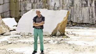 """Hubert Maier im Marmorsteinbruch am Untersberg: """"Hier kann man an Ort und Stelle aus dem Vollen schöpfen"""" © Anton Brandl, München"""