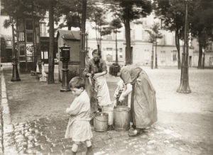 Montmartre, Frauen am Brunnen, Place du Tertre, 1900