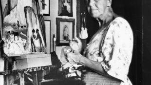 Marianne von Werefkin bei der Arbeit an dem Bild Burg am Mittelmeer, um 1927 Foto: PSM Privatstiftung Schloßmuseum Murnau
