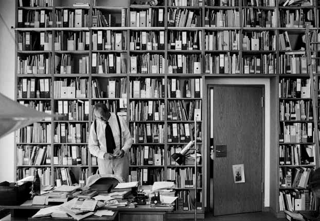Kasper König in seinem Arbeitszimmer Foto: © Benjamin Katz