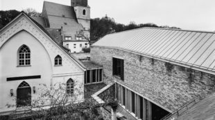 Eisleben, Luthers Geburtshaus (Erweiterungsbau, ehemalige Armenschule und St. Petri-Pauli) Foto: T. Lewandowski